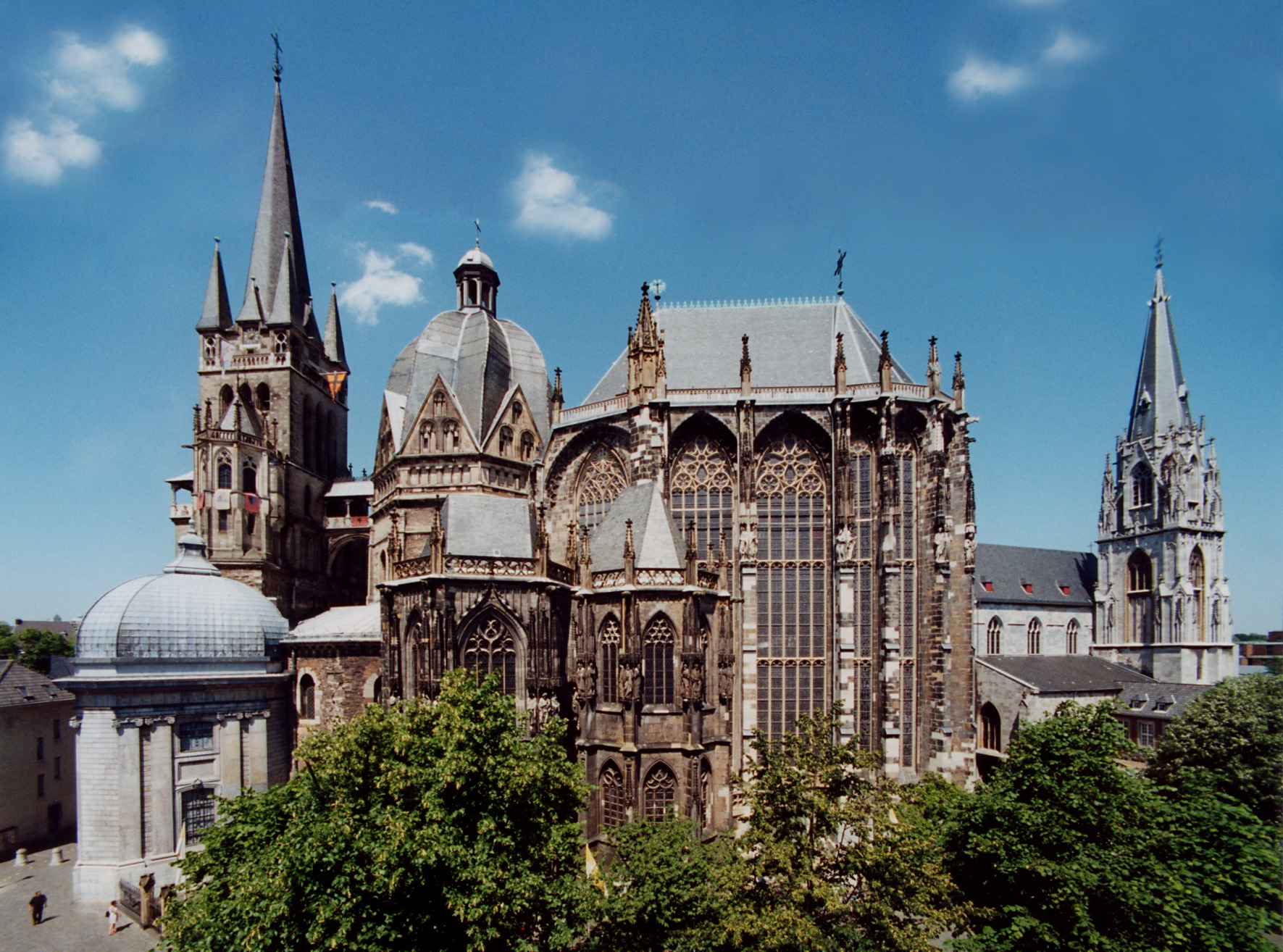 beautiful churches the aachen cathedral aachen germany. Black Bedroom Furniture Sets. Home Design Ideas